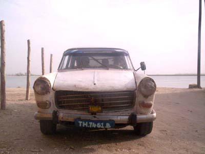 010_Peugeot404DeFace.jpg